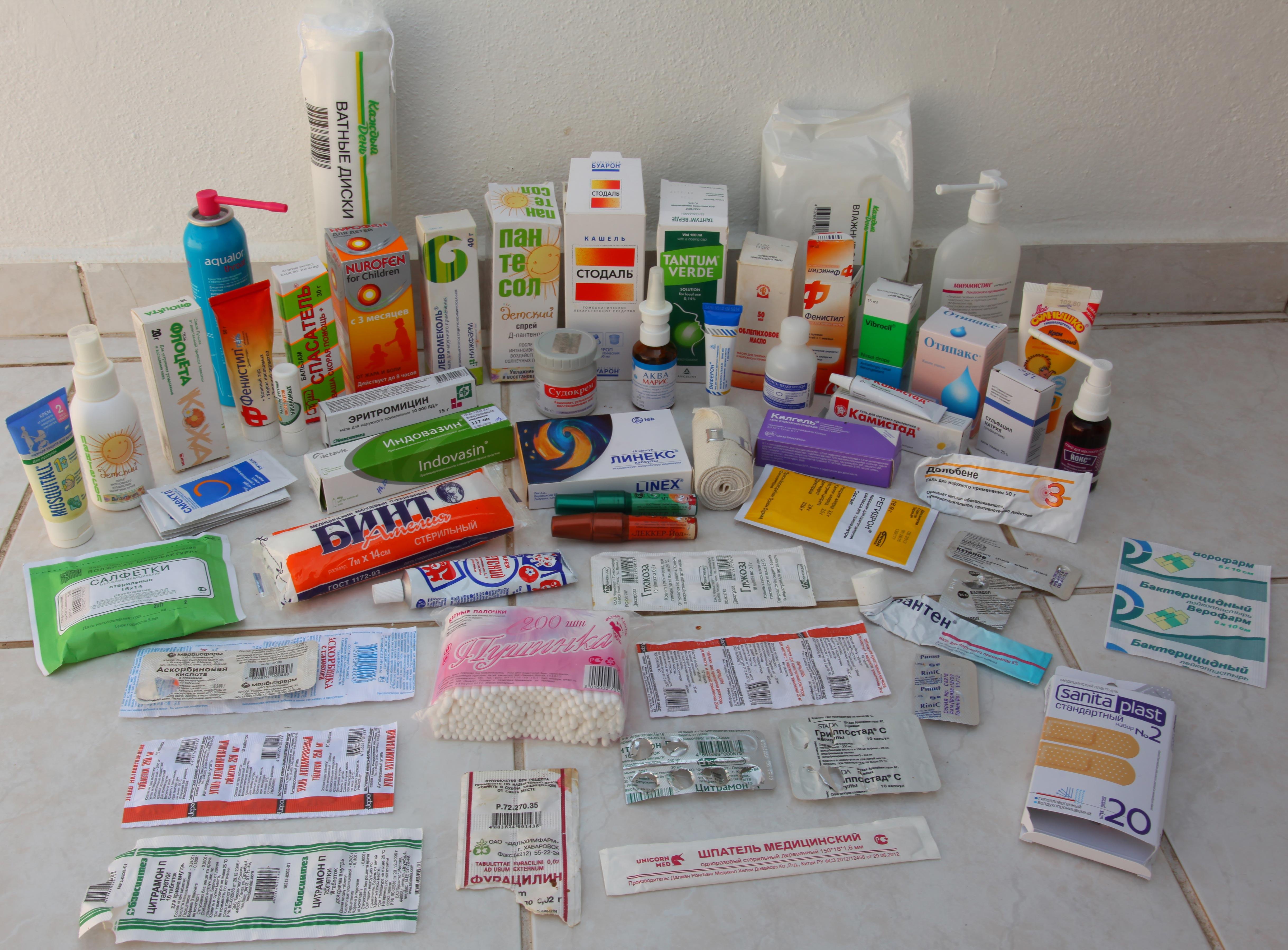 Детская аптечка в дорогу: какие лекарства взять в отпуск с ребенком